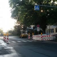 Rechtzeitig zum Schulbeginn wird die bessere Ausleuchtung und Markierung des Fußgängerüberwegs am Meranier-Gymnasium Lichtenfels fertig (unser Bild). Eine gute Aktion – meint die SPD-Stadtratsfraktion Lichtenfels